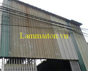Tháo dỡ mái tôn cũ cũng nằm trong quy trình hướng dẫn thi công lợp mái tôn